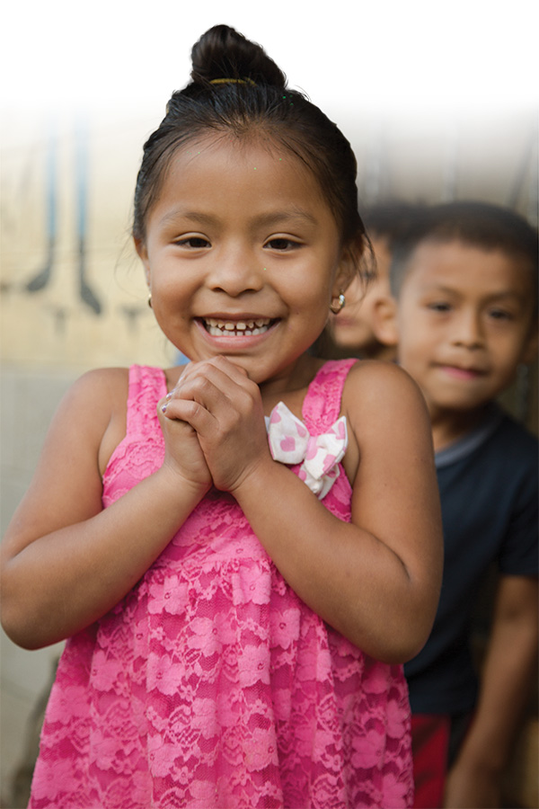2x3_600x900_living_magazine_summer_2015_healing_hands_guatemala_little_girl_us_english_web.jpg