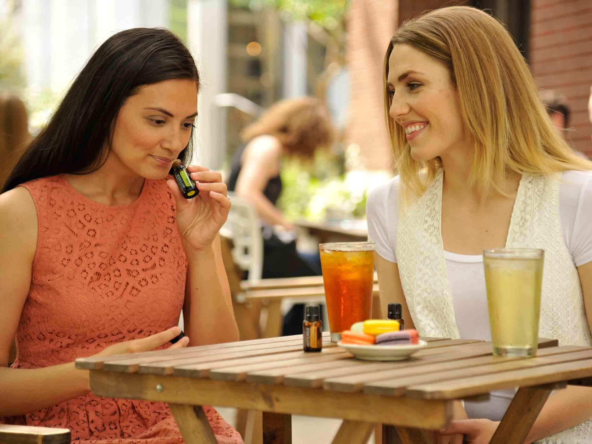 4x3-2300x1725-women-sharing-essential-oils_us_english_web.jpg